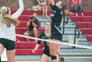 Volleyball team gets third sweep in a row