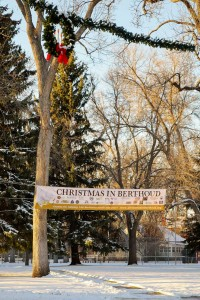 The Christmas in Berthoud banner on display over a snowy Fickel Park showcasing the dozens of sponsors involved in the coming event. Christmas wreaths line Mountain Avenue. May Soricelli / The Surveyor
