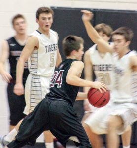 Berthoud's Jake Yuska makes a move to the basket against the Holy Family Tigers on Jan. 21.  Angie Purdy / The Surveyor