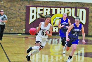 Berthoud girls basketball aiming for state title